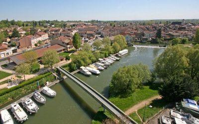 Capitainerie et ville de Pont-de-Vaux