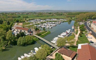 La capitainerie, le port de Pont-de-Vaux et l'atelier