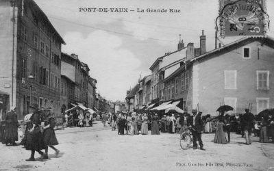 La rue principale de Pont-de-Vaux, jour de marché